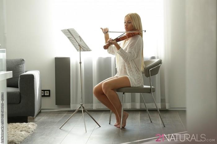 Violin - Kiara Lord