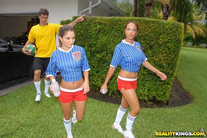 Emiliana - Kickin It - 8th Street Latinas