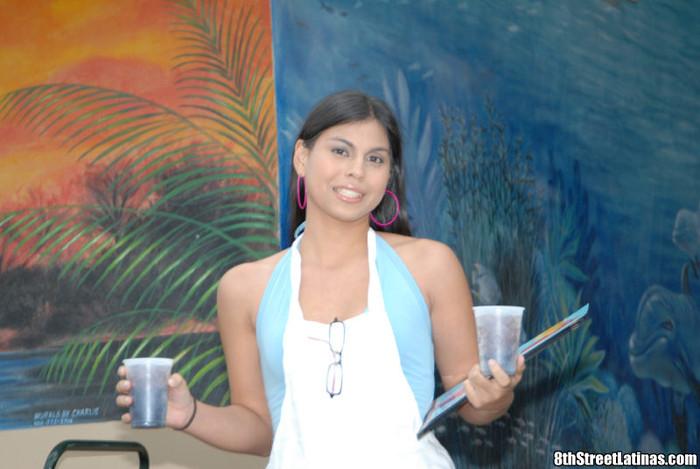 Yolanda - Mesera Cabecera - 8th Street Latinas