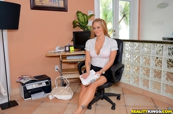 Holly Heart - Bossy Boobs - Big Tits Boss