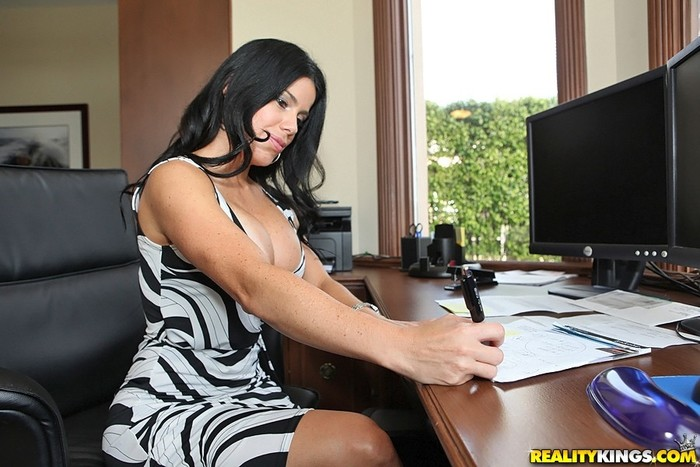 Juliana - Mrs Boss - Big Tits Boss