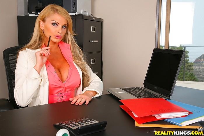 Taylor Wane - Busty And Bossy - Big Tits Boss