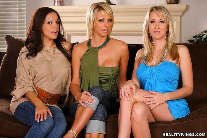 Brianna Beach, Alana Evans, Francesca Le - Having Fun - CFNM