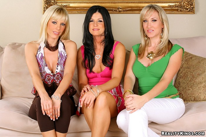 Alana Evans, Holly Sampson, India Summer - CFNM Secret