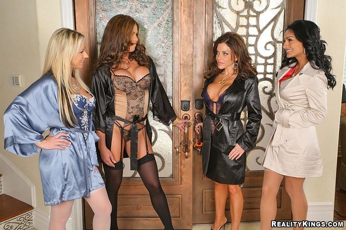 Persia, Carolyn, Victoria, Hunter - CFNM Secret