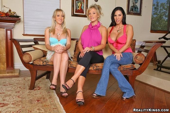Veronica Rayne, Alana Evans & Nikki Sexx - CFNM Secret