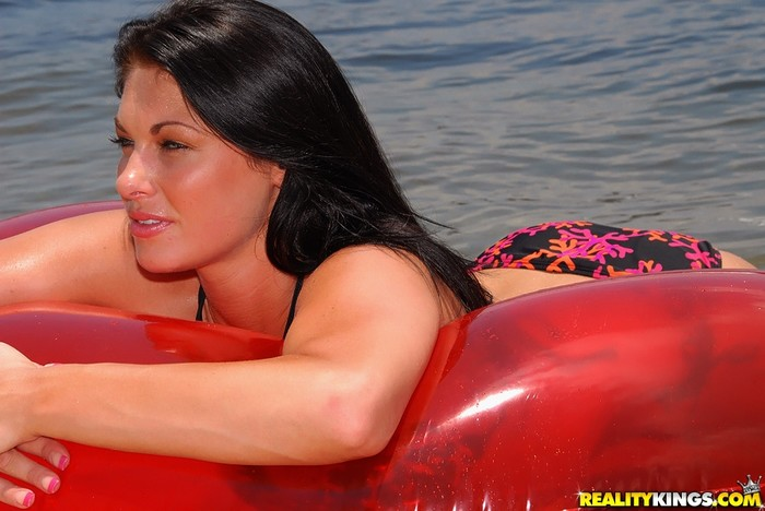 Shyra Sheer - Sex Aground - MILF Hunter