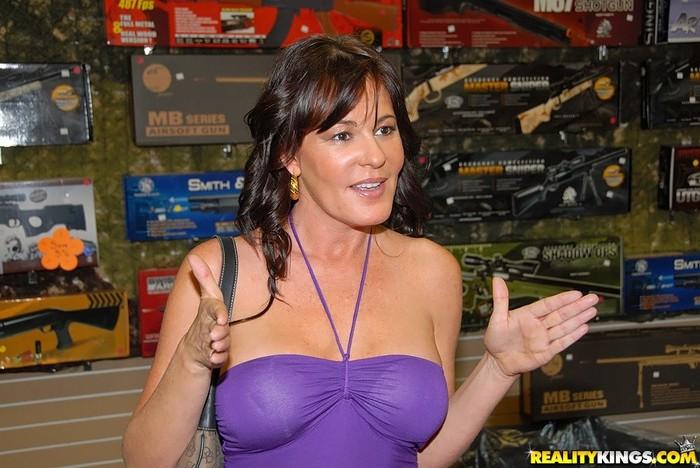 Bella Roxx - Pump Her Full - MILF Hunter