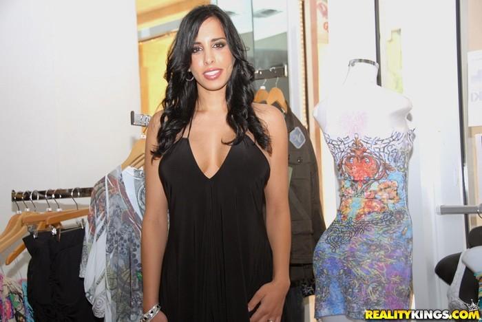 Kaya Cruz - Lusty Hunter - MILF Hunter