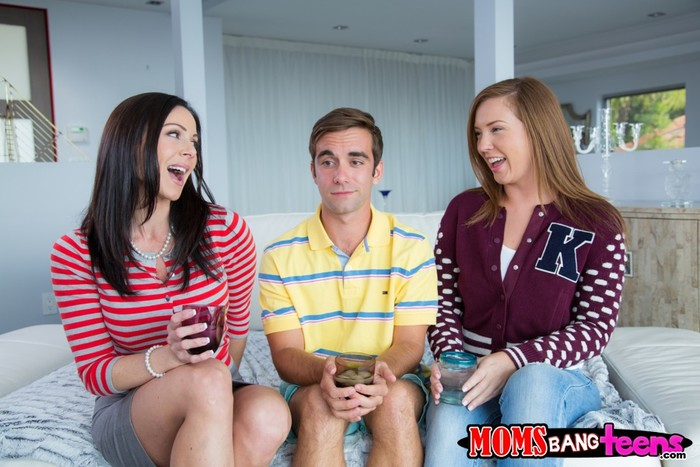 Maddy Oreilly, Kendra Lust - Tag Team - Moms Bang Teens