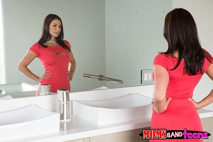Giselle Mari, Kendra Lust - Look And Learn - Moms Bang Teens