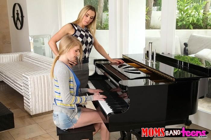 Tanya Tate & Allie James - Teaching Teens - Moms Bang Teens