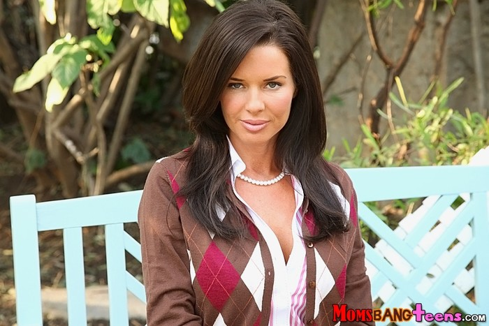 Jenna Ross, Veronica Avluv - All In - Moms Bang Teens