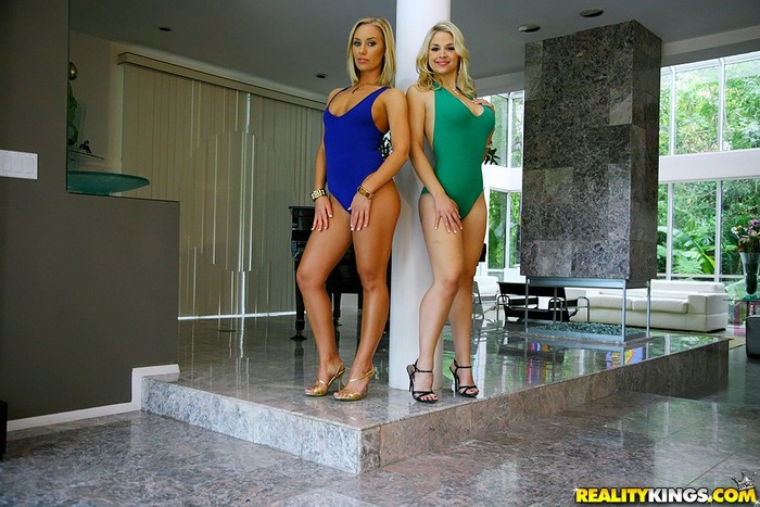 Sarah Vandella, Nicole Aniston - Va Va Voom - Monster Curves