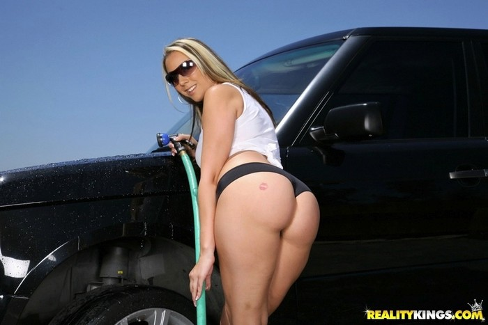 Delilah Strong - Full Service Wash - Monster Curves