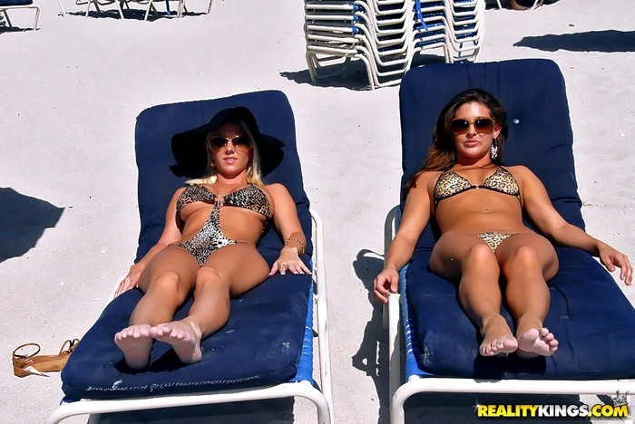 Gracie Glam,Molly Cavalli - Bikini Breeze - We Live Together